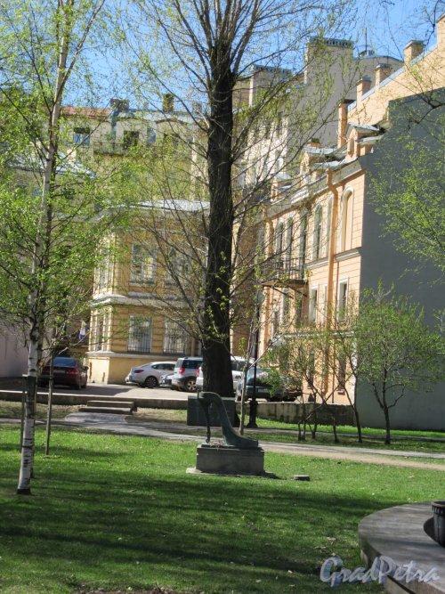 Сквер Андрея Петрова. Участок перед выходом на Большую Пушкарскую, 41. фото май 2018 г.