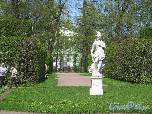 город Пушкин, Екатерининский парк, литера А. Эрмитажный участок. Статуя «Amor de la patria». фото май 2018 г.
