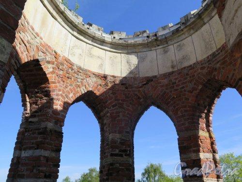 Екатерининский парк (Пушкин). Башня-руина. Вид ротонды на вершине павильона. фото май 2018 г.