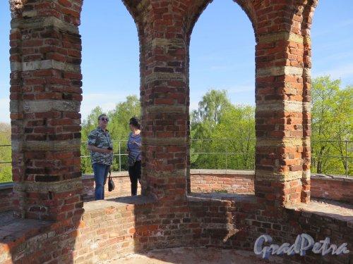 Екатерининский парк (Пушкин). Башня-руина. Фрагмент ротонды на вершине. фото май 2018 г.