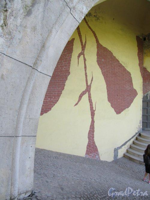Екатерининский парк (Пушкин). «Башня-руина». Внешняя стена Башни в современном состоянии. фото май 2018 г.