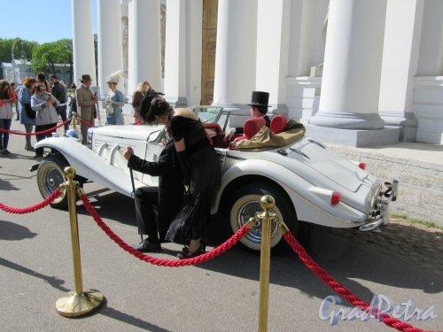 ЦПКиО. VI фестиваль тюльпанов в 2018 г. Фестивальный автомобиль. фото май 2018 г.