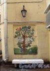 """Кирпичный пер., д. 2. """"Птичий двор"""". Фрагмент оформления. Фото декабрь 2011 г."""