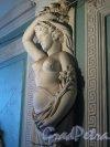 пер. Ульяны Громовой, д. 4. Скульптура в лестничном вестибюле. Фото июнь 2011 г.