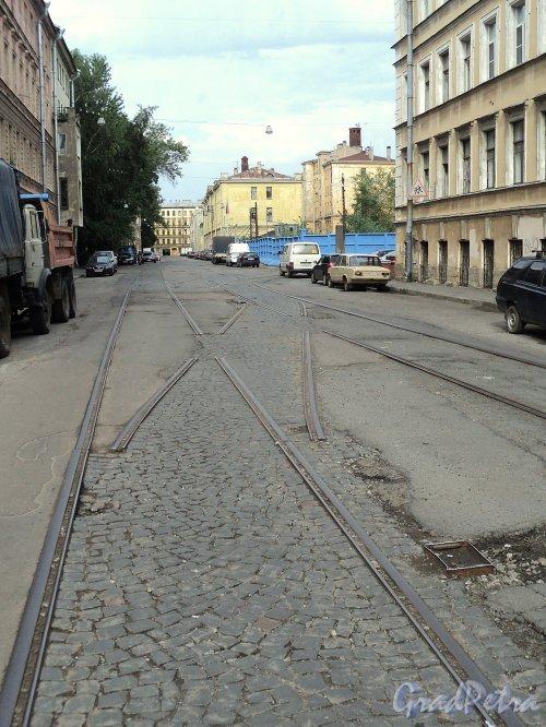 Остатки трамвайных путей в Дегтярном переулке. Вид от улицы Моисеенко в строну поворота. Фото август 2010 г.