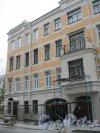 Дерптский пер., дом 8. Фрагмент фасада здания. Ремонтные работы. Фото 26 октября 2014 г.
