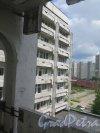 Учебный пер., д. 5. Городская многопрофильная больница №2. Вид бокового корпуса центрального ядра. Общий вид фасада из окна больницы. фото июль 2017 г.