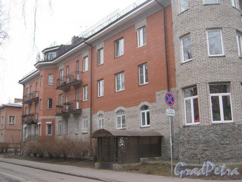 г. Павловск, Медвежий пер., дом 5. Фрагмент фасада со стороны ул. Васенко. Фото 5 марта 2014 г.