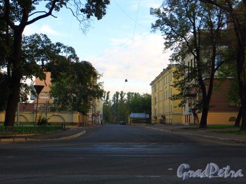 Новый асфальт на проезжей части Либавского переулка. Фото 7 сентября 2014 года.