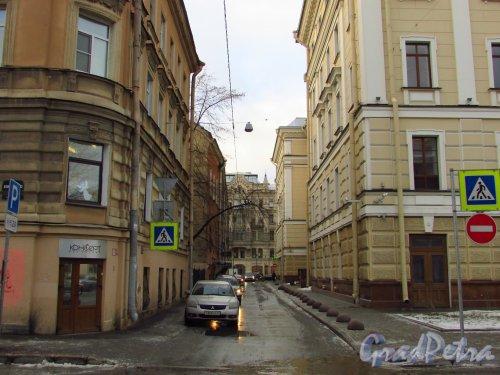 Перспектива Артиллерийского переулка от улицы Короленко в сторону Литейного проспекта. Фото 29 января 2016 года.