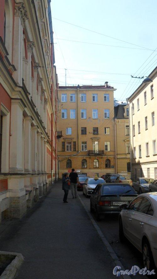 Красноградский переулок, дом 4. Фото 14 июля 2016 года.