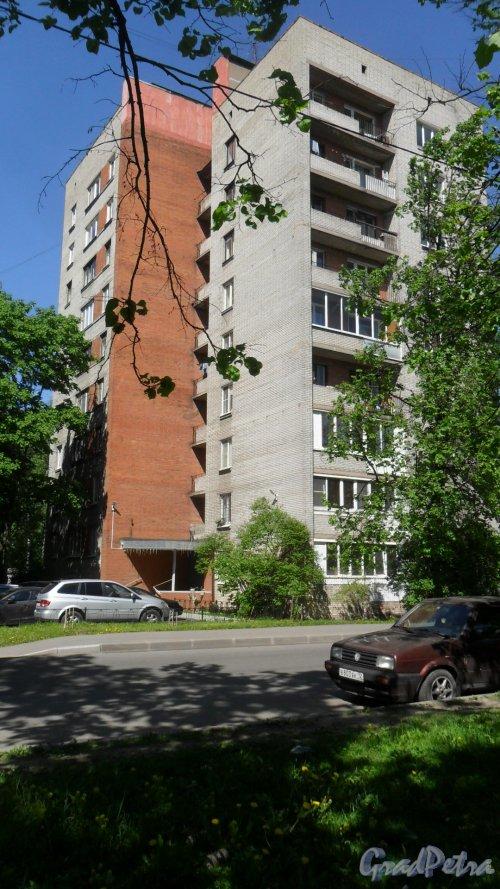 Альпийский переулок, дом 8. 9-этажный жилой дом серии 1-528кп40 1968 года постройки. 1 парадная, 45 квартир. Фото 21 мая 2018 года.