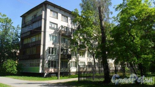 Альпийский переулок, дом 7. 5-этажный  жилой дом серии 1-ЛГ-502-6 1965 года постройки. 6 парадных, 90 квартир. Фото 21 мая 2018 года.