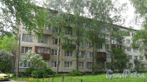 Альпийский переулок, дом 23, корпус 1. 5-этажный жилой дом серии 1-ЛГ-502-6 1965 года постройки. 6 парадных, 90 квартир. Фото 23 мая 2018 года.