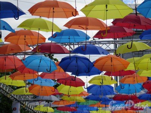 Соляной пер. Аллея парящих зонтиков. фото май 2016 г.