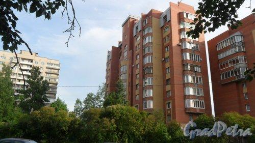 Альпийский переулок, дом 37, корпус 2. 11-этажный жилой дом 2002 года постройки. 2 парадные, 58 квартир. Фото 16 июня 2018 года.