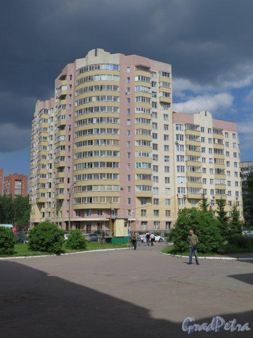 Учебный пер., д. 8, корп. 3. Многоэтажный жилой дом. Общий вид. фото июль 2017 г.