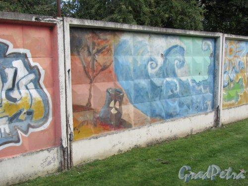 Таврический пер., д. 2-10. Граффити на заборе. Панно 2. фото сентябрь 2017 г.