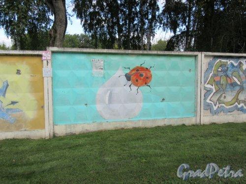 Таврический пер., д. 2-10. Граффити на тему «Вода- источник жизни». Панно 17. фото сентябрь 2017 г.