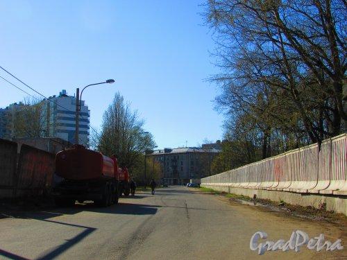Перспектива переулка Декабристов в сторону улицы Одоевского. Фото 1 мая 2016 года.