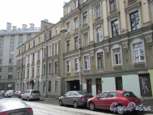 Певческий пер., д. 16-18. Фасады домов 16 и 18 с ул. Мира. фото апрель 2018 г.