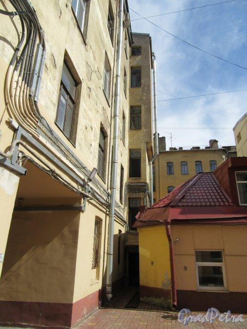 Саперный пер., д. 5. Доходный дом М. М. Куницыной. Вид арки двора. фото май 2018 г.