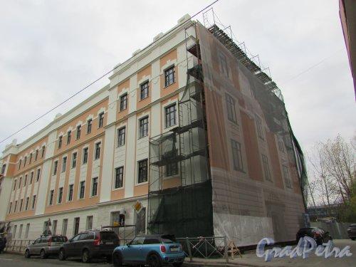 Подъездной переулок, дом 13, литера А. Фасад здания после реставрации. Фото 24 октября 2019 года.