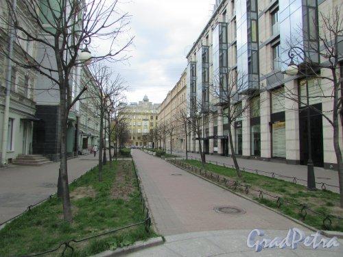 Перспектива Тележный переулка от Невского проспекта в сторону  Конной улицы. Фото 7 мая 2020 г.