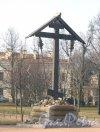 г. Пушкин, Соборная пл., дом 1. Собор Святой Великомученицы Екатерины. Поклонный крест у собора. Фото 10 марта 2014 г.