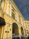 площадь Ломоносова, дом 1. Арка над Садовой улицей и табличка с номером здания. Фото 18 марта 2015 года.