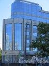 Конституции пл., д. 3. Административно-деловое здание «Лидер-Тауэр», 2008-13. Фрагмент левого крыла здания. фото июнь 2015 г.