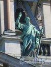 Исаакиевская пл., д. 4. Исаакиевский собор, Статуя «Апостол Павел» на крыше, ск. П. К. Клодт. фото август 2016 г.