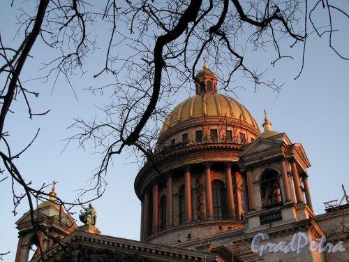 Исаакиевская пл., д. 4. Исаакиевский собор на закате. Фото ноябрь 2011 г.