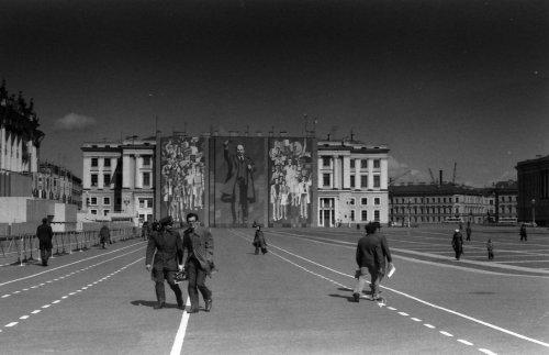 Дворцовая площадь в праздничном убранстве. Фото 1979 года.