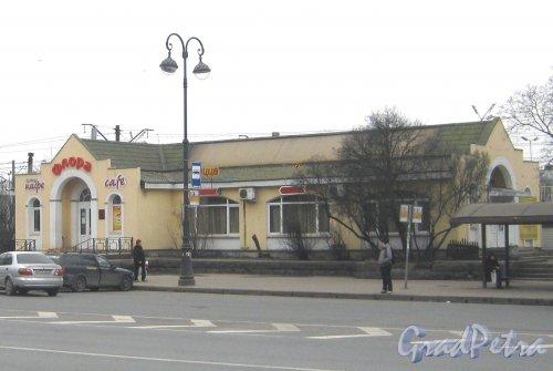г. Павловск, Привокзальная пл., дом 3. Общий вид здания со стороны парка. Фото 5 марта 2014 г.