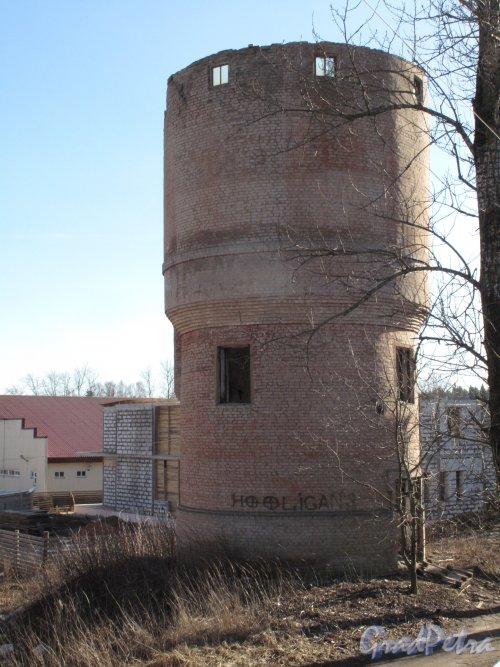 Пос. Сиверский. Водонапорная башня на Привокзальной площади. Фото март 2014 г.