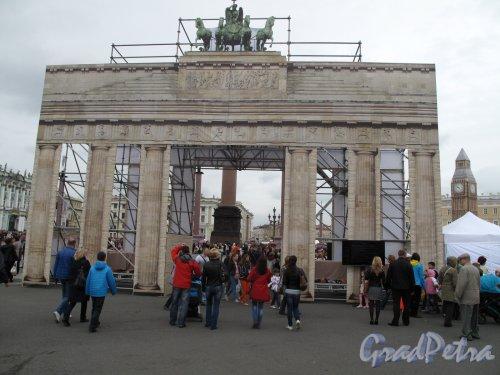 «Бранденбургские ворота» на Дворцовой пл.  фестиваль «В гостях у Ангела» фото 1 июня 2014 г.