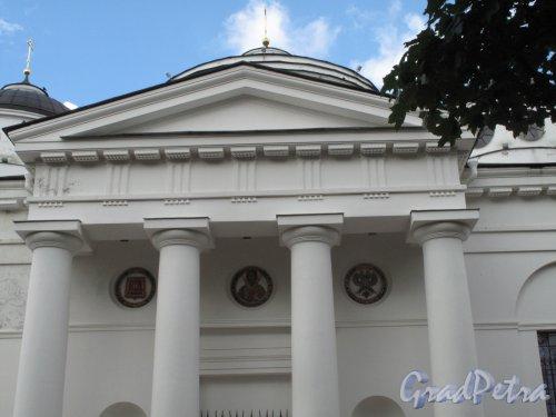 Софийская пл. (Пушкин), д.1. Вознесенский (Софийский) собор. Портик главного входа. Фото июнь 2014 г.