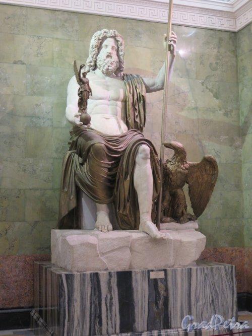 Миллионная ул., дом 35. Новый Эрмитаж, 1842-51, арх. Л. фон Кленце. Зал Зевса. Статуя Зевса. фото январь 2015 г.