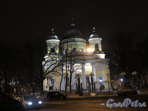 Преображенская пл., д. 1. Спасо-Преображенский собор зимой вечернем освещении. фото январь 2015 г.