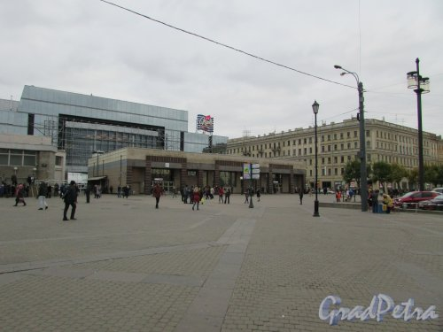 Сенная площадь, дом 2, литера Б. Наземный павильон станции метро «Спасская». Фото 17 октября 2016 года.