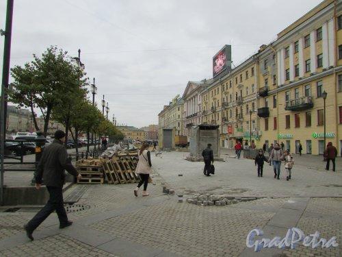 Северная часть Сенной площади (участок между Спасским переулком и переулком Гривцова) после сноса торговых павильонов. Фото 17 октября 2016