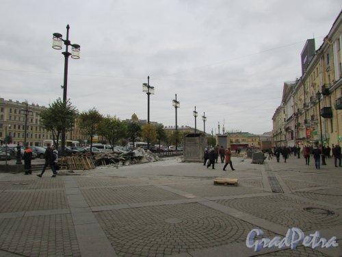 Участок Сенной площади между Спасским переулком и переулком Гривцова после сноса торговых павильонов. Фото 17 октября 2016 года.