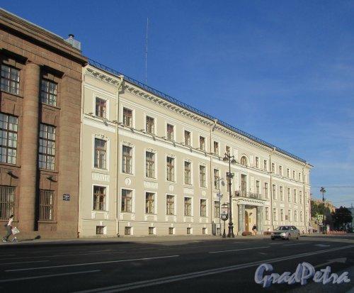 Исаакиевская площадь, дом 9 / Почтамтская улица, дом 2. Фасад со стороны Исаакиевской площади. Фото 22 августа 2016 года.