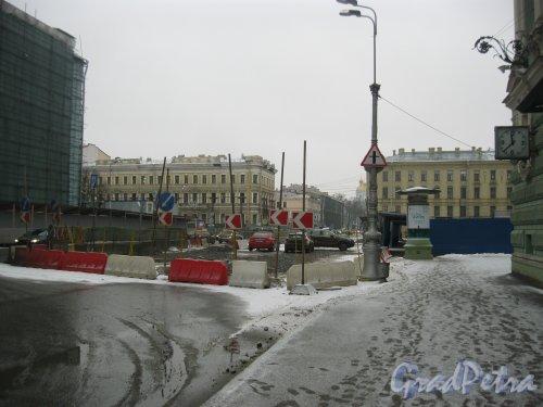 Театральная площадь. ремонтные работы у старого здания Мариинского театра. Фото 17 марта 2017 года.