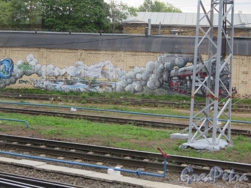Пл. Ленина, д. 6. Финляндский Вокзал. Граффити на шумозащитной стенке. Эпизод 1. фото июнь 2015 г.