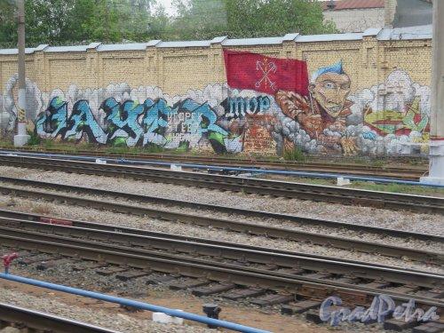 Пл. Ленина, д. 6. Финляндский Вокзал. Граффити на шумозащитной стенке. Эпизод 4. фото июнь 2015 г.