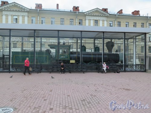 Пл. Ленина, д. 6. Финляндский вокзал, Платформы. Мемориальны павильон с Паровозом № 293. фото июнь 2015 г.