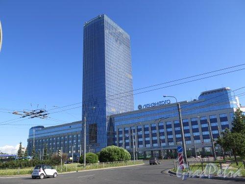 Конституции пл., д. 3. Административно-деловое здание «Лидер-Тауэр», 2008-13. Общий вид лицевого фасада. фото июнь 2015 г.