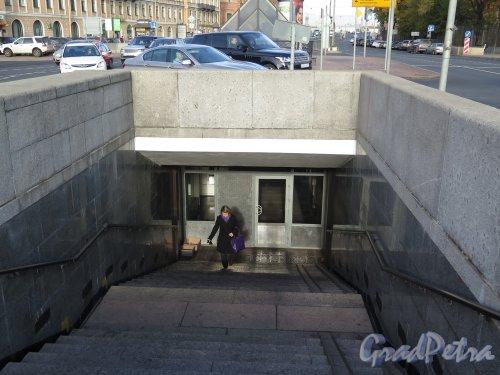 Площадь Труда. Подземный переход, 1999. Вид спуска в переход. фото октябрь 2015 г.